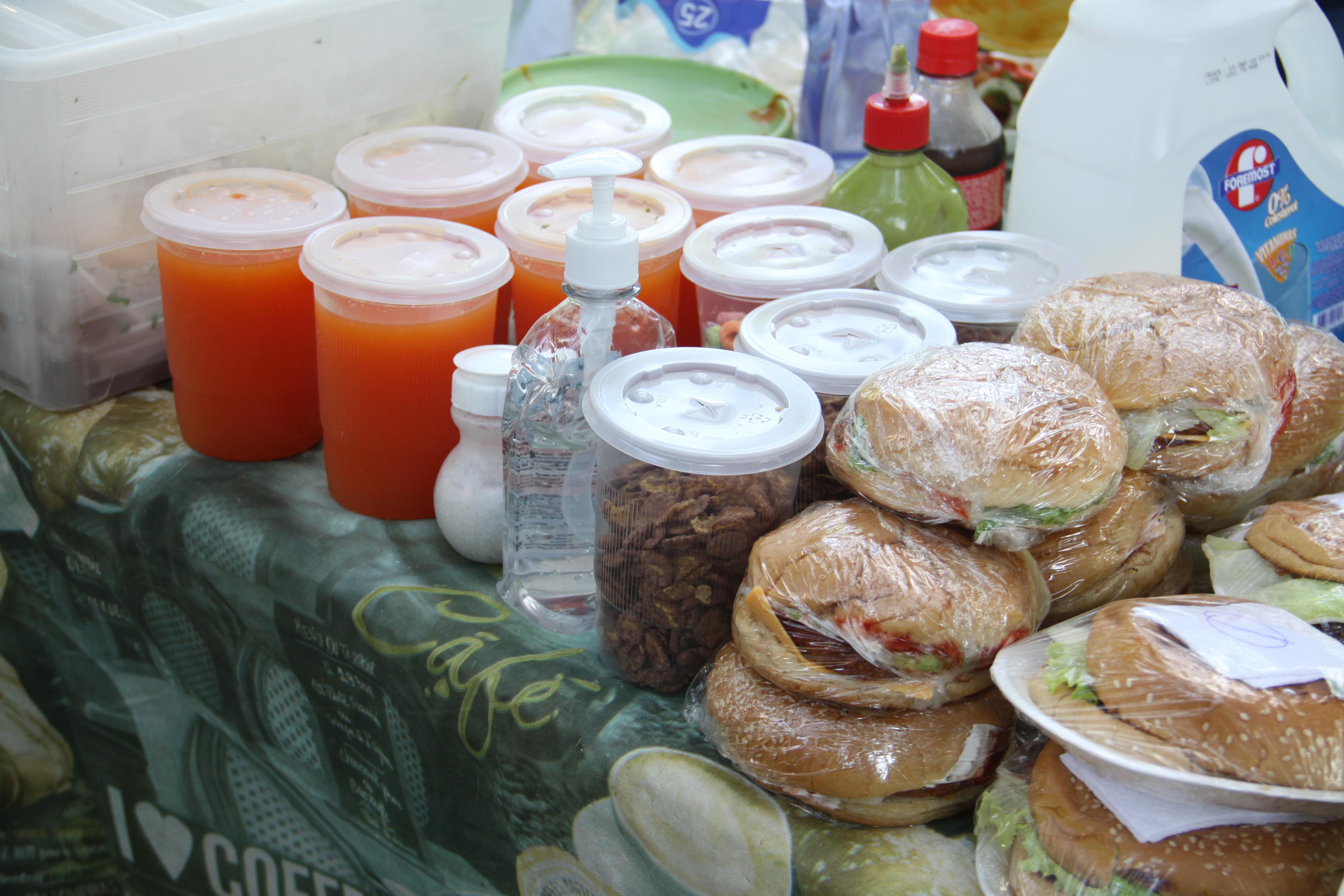 Los puestos de comida son los que más abundan. Fotografía de Elio Morales